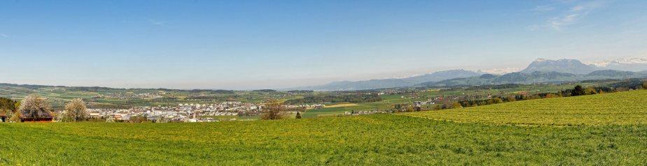 Panorama Blick von Hildisrieden auf das Seetal mit dem schnell wachsenden Hauptort Hochdorf.