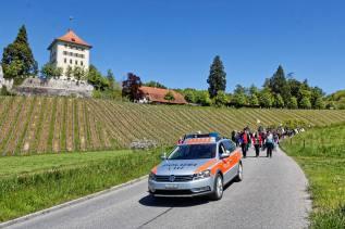 GELFINGEN/LU 05. MAI 2016 - BRAUCHTUM - RELIGION: Umritt am Auffahrtstag oberhalb Gelfingen, im Hintergrund Schloss Heidegg. ths/Photo by: E.T.STUDHALTER