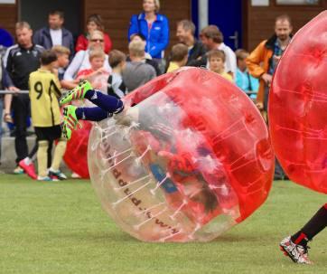 """Elia, der """"Ruud Gullit"""" von Sulz/LU am 2. Bubble Fussball Turnier des FC Hitzkirch auf dem Sportplatz Hegler Hitzkirch."""