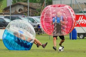 Relativitätstheorie auf dem Fussballplatz: 2. Bubble Fussball Turnier des FC Hitzkirch auf dem Sportplatz Hegler Hitzkirch.
