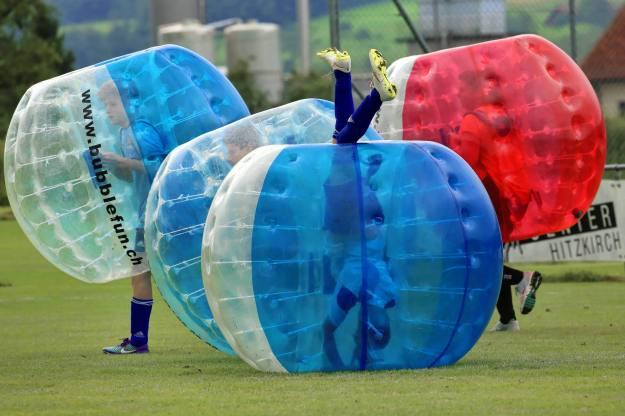 Alles eine Frage der Technik: 2. Bubble Fussball Turnier des FC Hitzkirch auf dem Sportplatz Hegler Hitzkirch.
