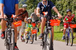 Freundliche und attraktive Kleinstbikerin (Photo by: www.studhalter.org)