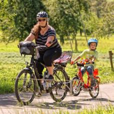 E-Bike mit Kindervelo aufgebockt (Photo by: www.studhalter.org)