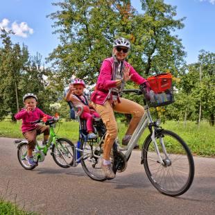 Schwerbeladene Mama... (Photo by: www.studhalter.org)