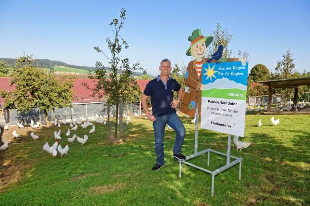 Patrick Wandeler, Geflügelhof Waldi Gunzwil , www.waldihof-ei.ch, posiert im Hühnerhof seiner Geflügelfarm am Blosenberg.