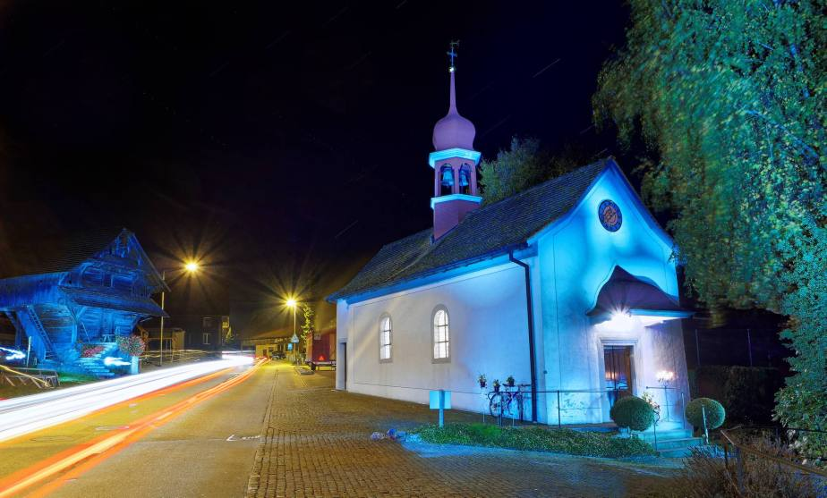 Lichtmalereien an der Kapelle St. Wendelin in Lieli während dem Klassikkonzert.