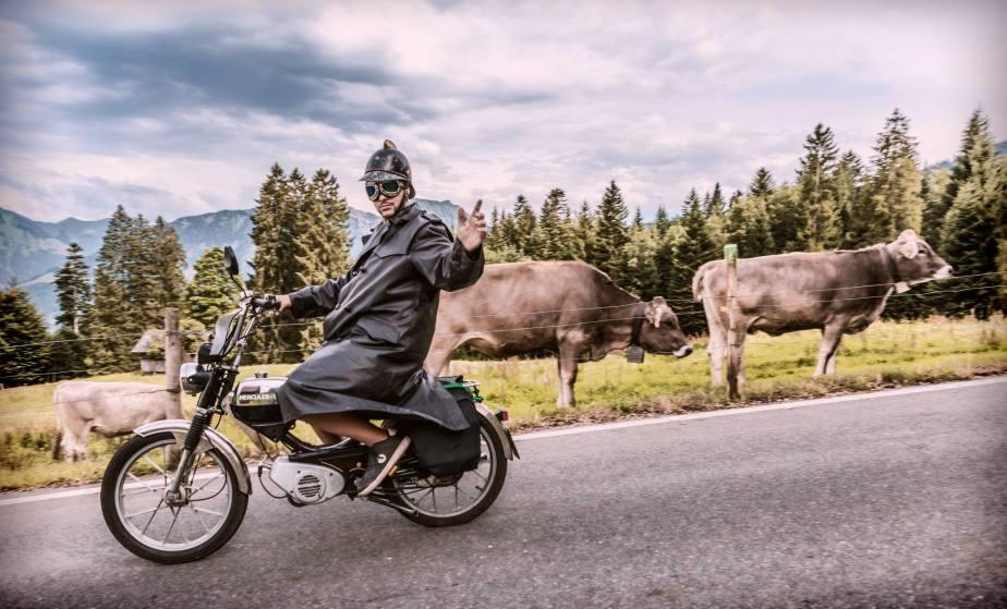 Ueber 1000 Toefflifahrer knatterten mit ihren Mofas am Alpenbrevet 110km ueber den Glaubenbergpass durchs Entlebuch nach Soerenberg und via Glaubenbielen-Pass, Giswil und Fluehli-Ranft zurueck nach Sarnen.