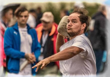 ESCHENBACH/LU, 09. SEPTEMBER 2017 - SERIE SEHTAL.COM BLOG: Impressionen Eidgen. Nationalturntage: Das Nationalturnen ist wie das Schwingen eine der wenigen Sportarten, die exklusiv nur in der Schweiz ausgeuebt werden. In der Koenigskategorie, der A-Klasse, wird ein Zehnkampf aus acht Disziplinen absolviert. Das sogenannte Vornotenprogramm besteht aus sechs Leichtathletikdisziplinen. Dazu gehoeren Schnelllauf, Weitsprung, Hochweitsprung, Freiuebung (Bodenturnen), Steinstossen und Steinheben. Fotos zu Projekt Sehtal (Luzerner Seetal). ths/Photo by: THOMI STUDHALTER, PHOTOS&MORE, www.studhalter.org