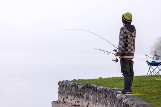 Lonely Fishermen am nebelverhangenen Baldeggersee...