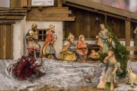 MURI/AG 25. NOVEMBER 2017 - SERIE SEHTAL.COM BLOG: Im stimmungsvollen Ambiente des Festsaals Kloster Muri bieten Kuenstlerinnen und Kuenstler Advents- und Weihnachtsartikel an. Im Klosterhof sorgen verschiedene Staende für das leibliche Wohl. Fotos zu Projekt Sehtal (Luzerner Seetal). ths/Photo by: THOMI STUDHALTER, PHOTOS&MORE, www.studhalter.org
