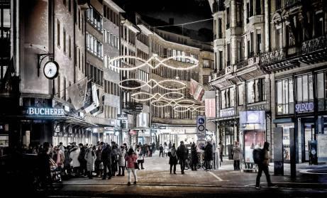 Schwanenplatz und Grendel: Touristisches Epizentrum und Hort Schweizer Preziosen wie Uhren und Schoggi