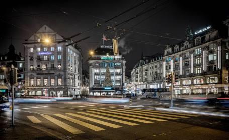 Schwanenplatz: Touristisches Epizentrum und Hort Schweizer Preziosen wie Uhren und Schoggi