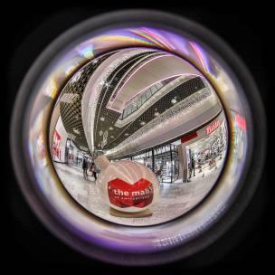 Weihnachtsbeleuchtungen im neuen Einkaufszentrum Mall of Switzerland in Ebikon