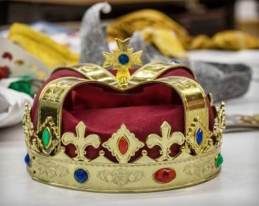 Die Krone, unverzichtbares Requisit für die Sternsinger