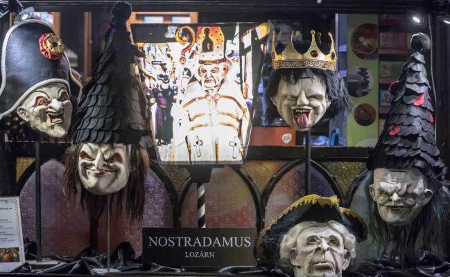 Masken der Nostradamus