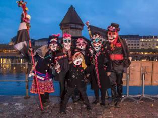 LUZERN 10. FEBRUAR 2018 - LUZERNER FASNACHT 2018: Impressionen Luzerner Fasnacht 2018, der ruedige Samstag in der Luzerner Altstadt. ths/Photo by: ESTHER STUDHALTER, www.studhalter.org