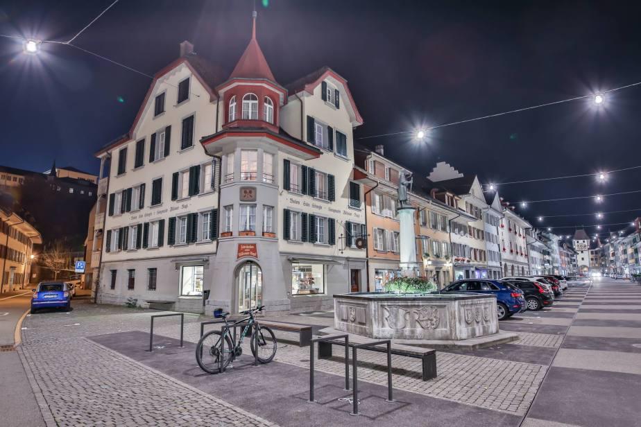 Städtchen Willisau bei Nacht: Blick vom Untertor auf die Hauptgasse