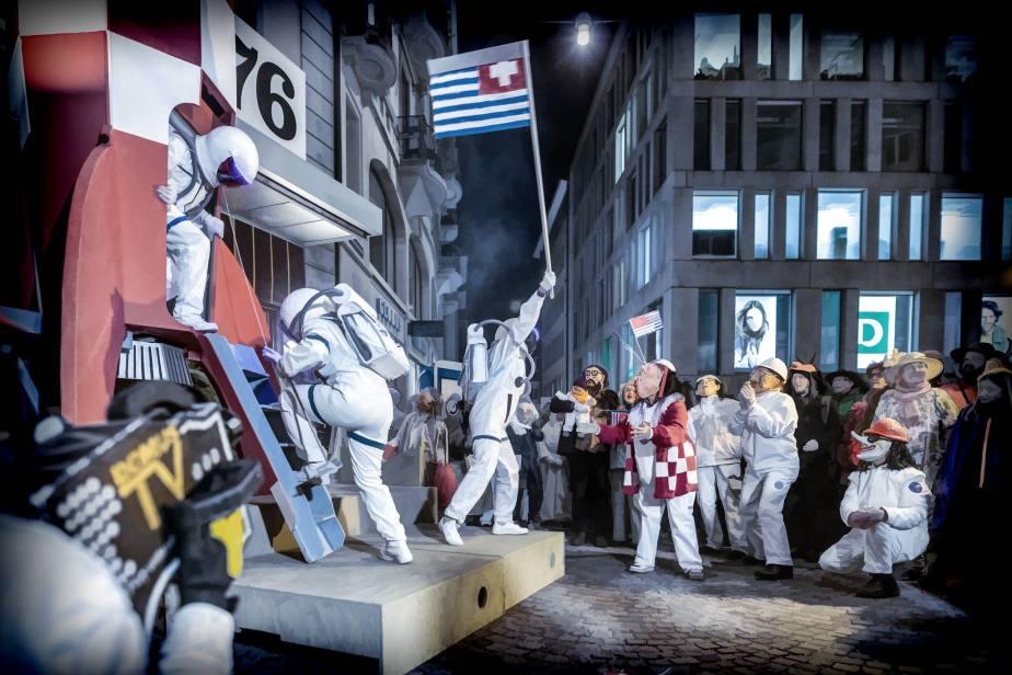 DOMUS: Mondlamdung auf dem FAlkenplatz